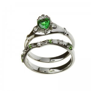 Emerald Claddagh ring with matching band - 2