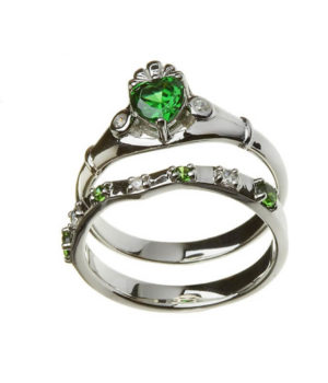 Celtic Emerald Claddagh ring with matching band - 2